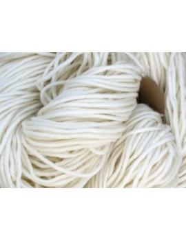 80% Superwash Merino 10% Cashmere & 10% Nylon