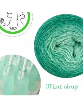 """Mint Sirup"" Fingering Baby Alpaca & Silk Yarn (gradient yarn cake)"