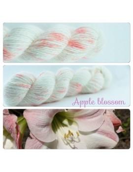 """""""Apple Blossom"""" Fil fingering 100 % Angora Français"""