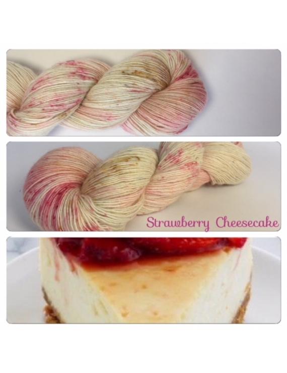 """Strawberry Cheesecake"" Single fingering Alpaga Rose Fiber"