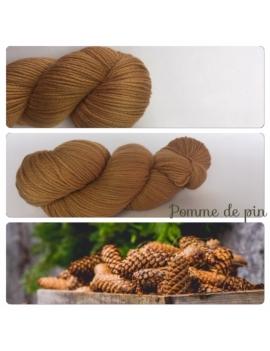 """Pomme de Pin "" Fil DK 100% Mérinos"